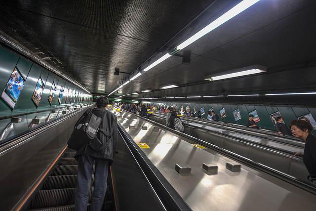 """""""炮台山地鐵站電梯 Fortress Hill MTR Station Escalator"""" / 香港人流 Hong Kong Human Logistics / SML.20130413.6D.00481.TM"""
