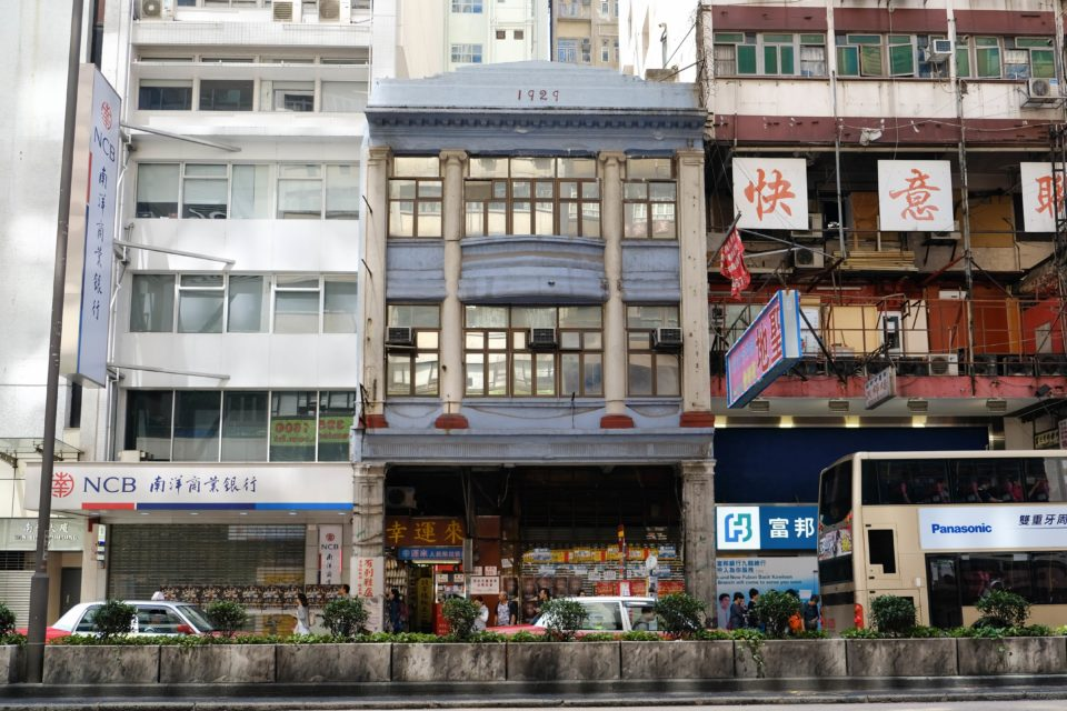 "The ""Disappearing"" Buildings in Hong Kong (VI) — 92-year-old Chinese Tenement Stays Sturdy After Truck Crash"
