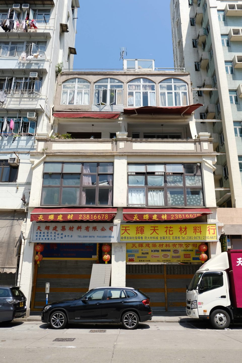 """The """"Disappearing"""" Buildings in Hong Kong (VI) — 92-year-old Chinese Tenement Stays Sturdy After Truck Crash"""