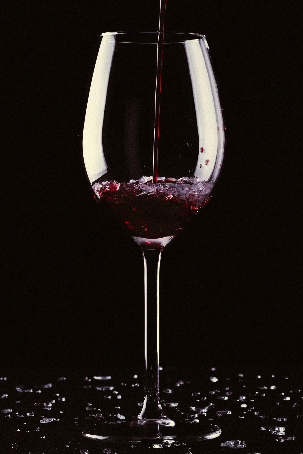 pouring-red-wine-in-glass