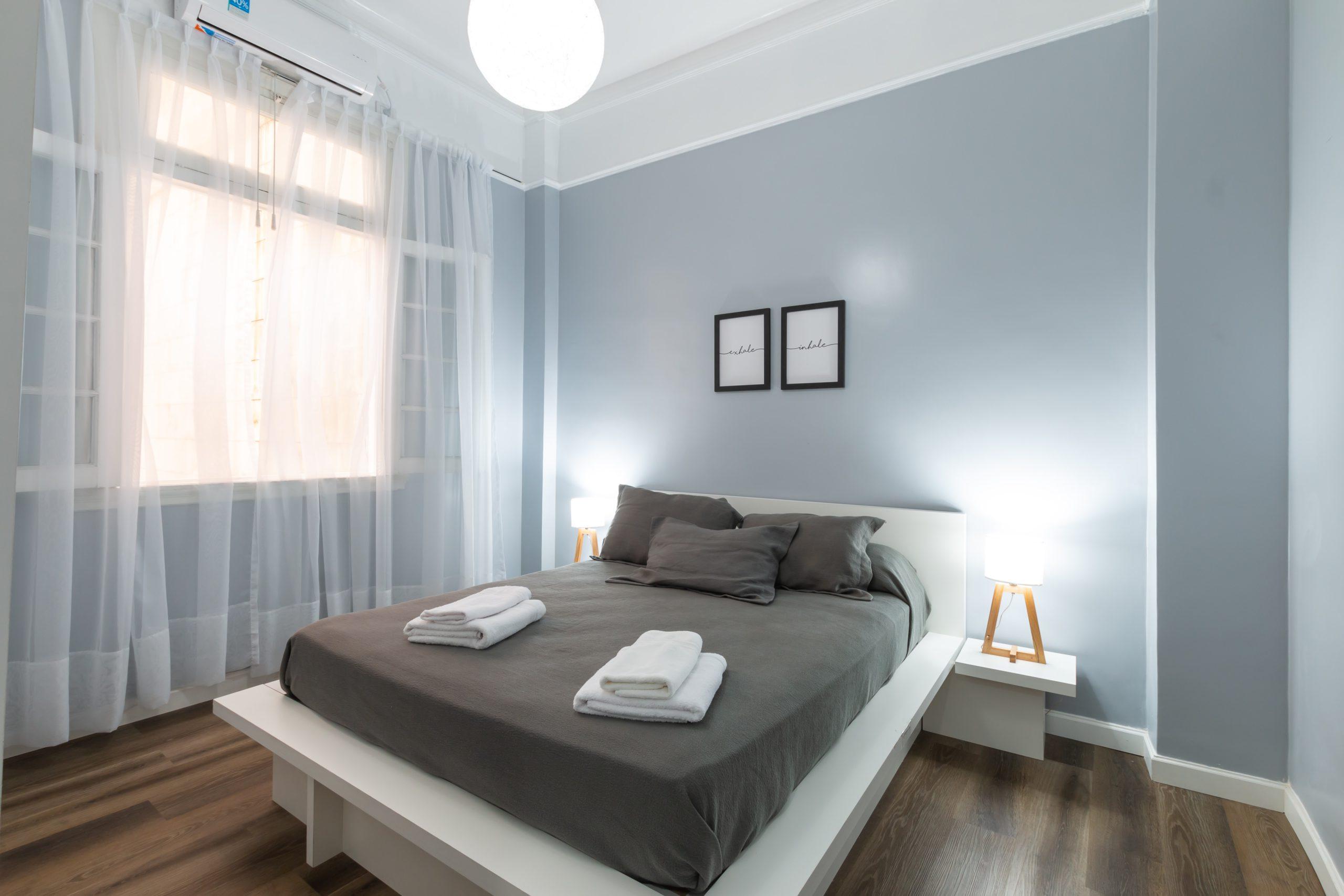 灰藍配白色牆身顏色